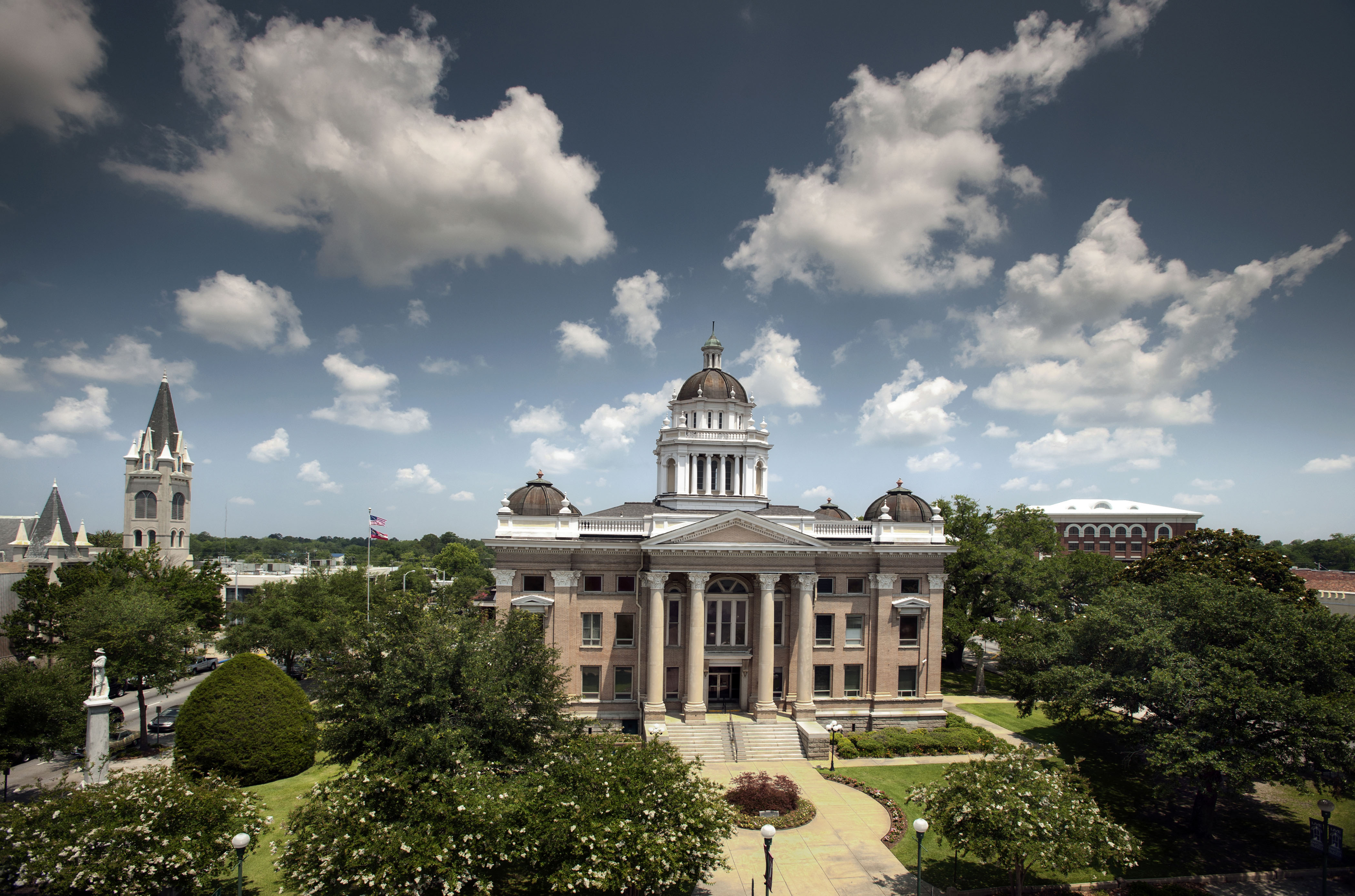 Lowndes Co Courthouse