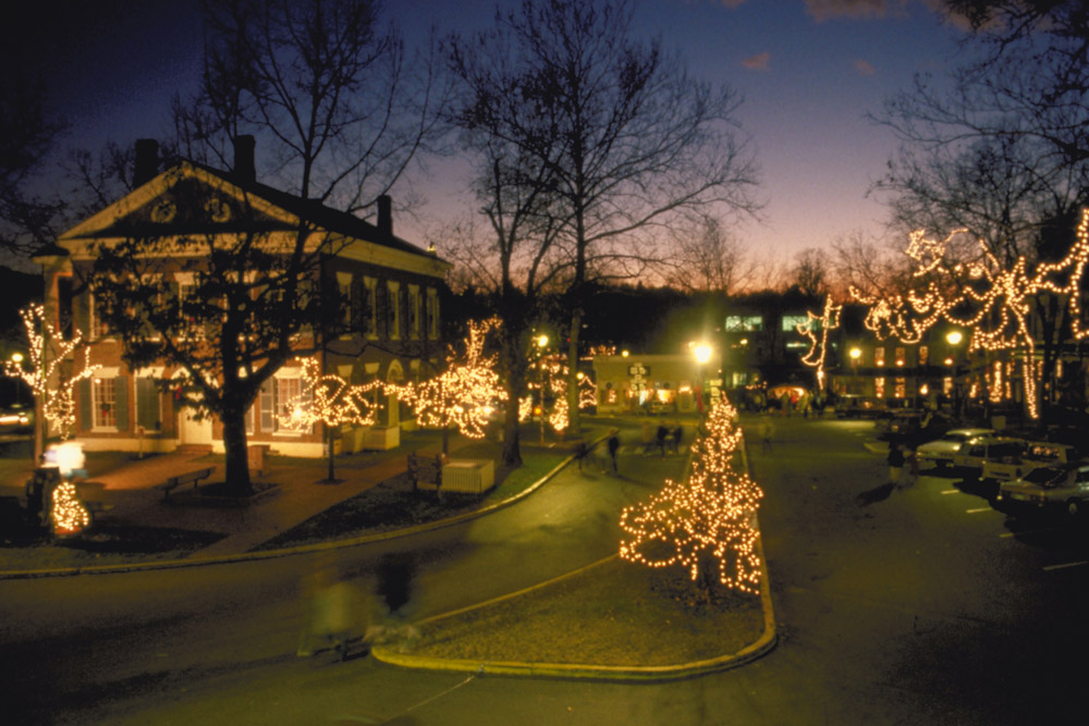 The Dahlonega square decorated with Christmas lights