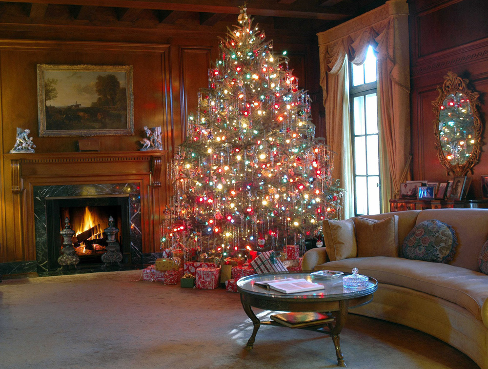 See Hills & Dales Estate decorated for the holidays