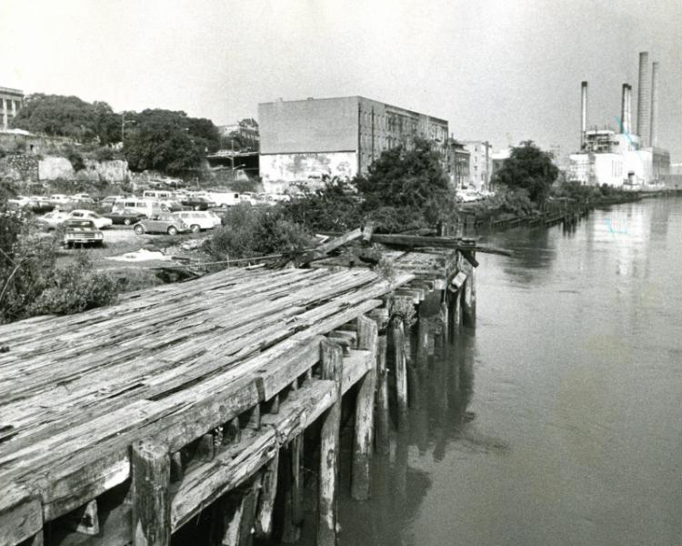 Savannah's River Street in 1976 before it was redeveloped