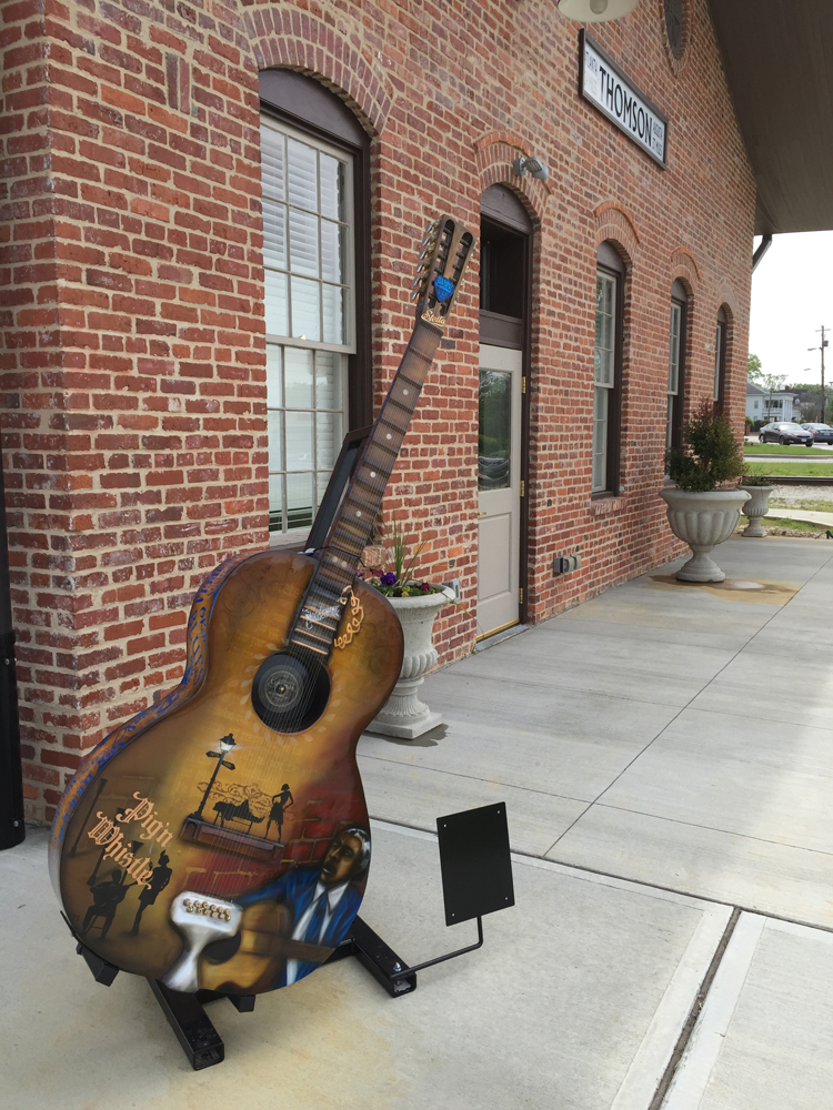 Sculptures of guitars are located throughout Thomson, paying tribute to Blind Willie McTell.
