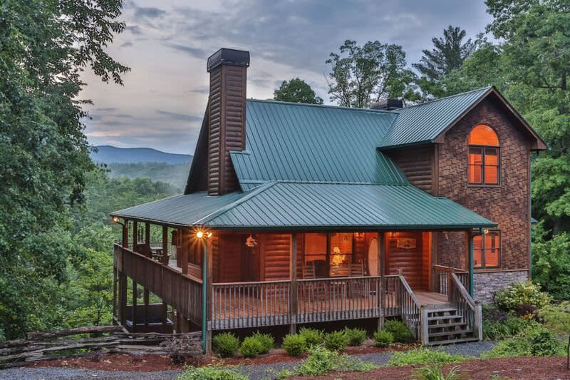the 2019 visitor guide to ellijay georgia eat stay play. Black Bedroom Furniture Sets. Home Design Ideas