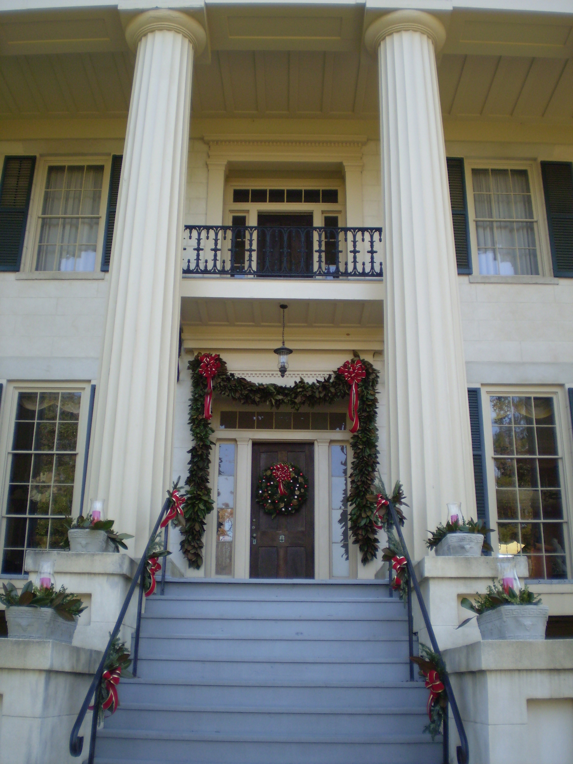 Milledgeville's Rose Hill decorated for the holidays