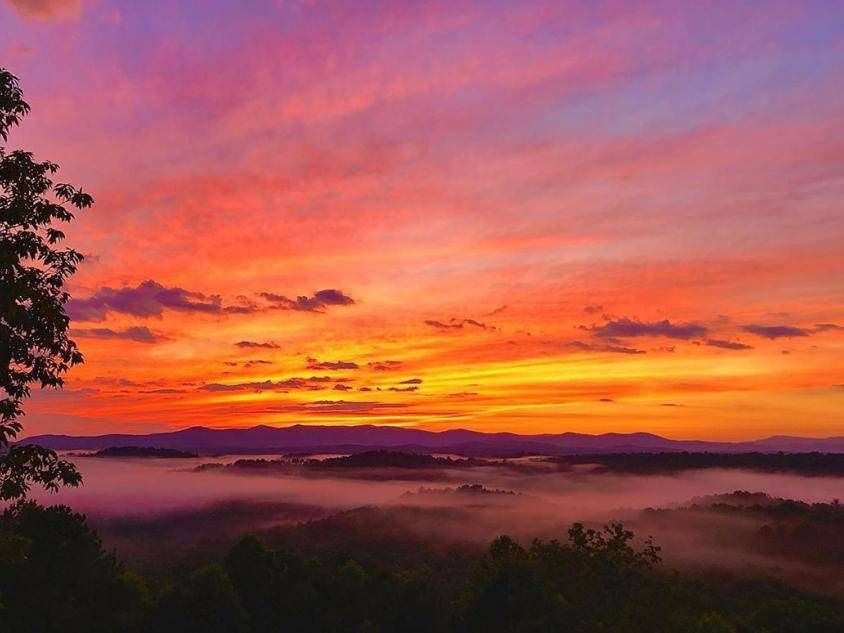 Sunset over Ellijay, Georgia. Photo by @stoneyr1ch