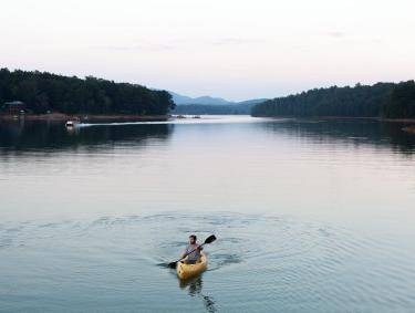 Kayaking on Lake Nottely. Photo by Miriam Camp, @miriamcampphoto