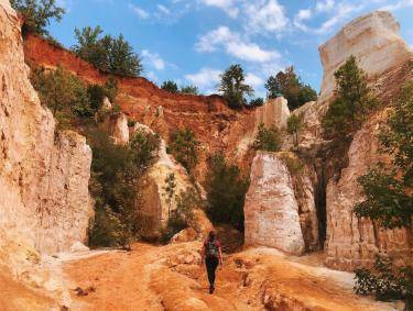Hiking in Providence Canyon in Lumpkin, Georgia. Photo by Callie, @capturecalliope