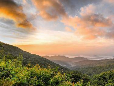 Sunrise on the Richard B. Russell Scenic Highway in North Georgia. Photo by @gopirman
