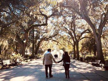 Couple strolling in Forsyth Park in Savannah, Georgia. Photo by @vbarbs94