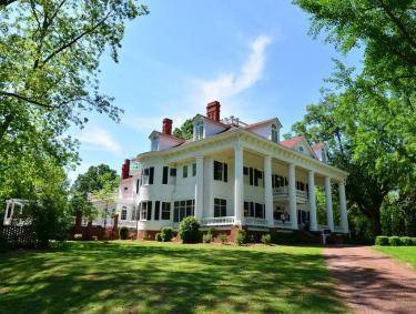 Twelve Oaks Bed & Breakfast in Covington, Georgia