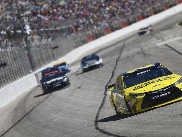 Matt Kenseth (20) battles for position during the Folds of Honor QuikTrip 500 at the Atlanta Motor Speedway in Hampton, Georgia, Feb. 28, 2016.