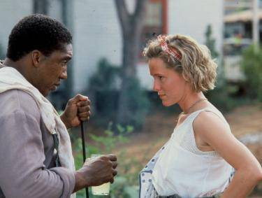 Stan Shaw as Big George with Mary Stuart Masterson (Idgie Threadgoode) in Fried Green Tomatoes