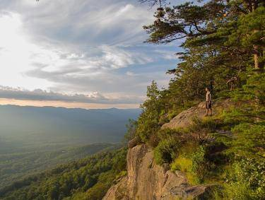 View from the top of Yonah Mountain near Helen, Georgia. Photo by @thegreatoutdoorsphoto