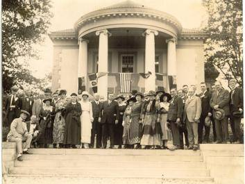Fuller Sr. and guests from the 1919 World Cotton Conference in front of the home at Hills & Dales Estate.