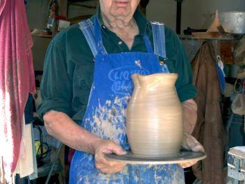 Whelchel Meaders came to pottery late in life. He is the soneof LQ Meaders and cousin of Lanier Meaders.