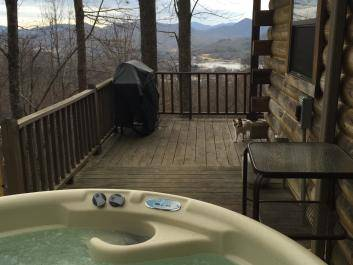 Hot tubs available with a Lake Chatuge and mountain view.