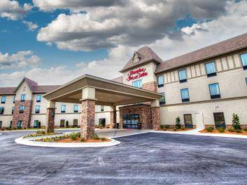 Welcome to the Hampton Inn & Suites Braselton